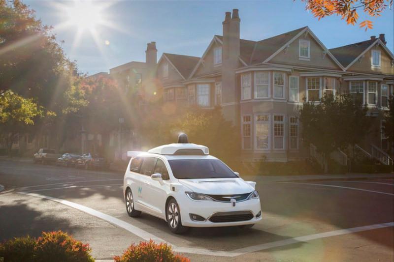 是Google、飛雅特克萊斯勒合作新款無人車外觀更亮眼這篇文章的首圖