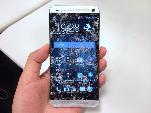 是在家請不要模仿 新HTC One 的堅固測試這篇文章的首圖