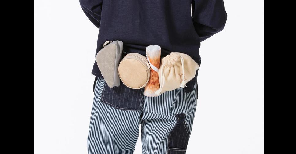 Handbag, Shoulder, Pocket, Pants, Pattern, shoulder, Footwear, Hand, Waist, Shoe, Beige, Abdomen, Fashion accessory, Trousers, Sleeve