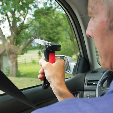 兼具車上逃生器功能的活動扶手 - 癮科技