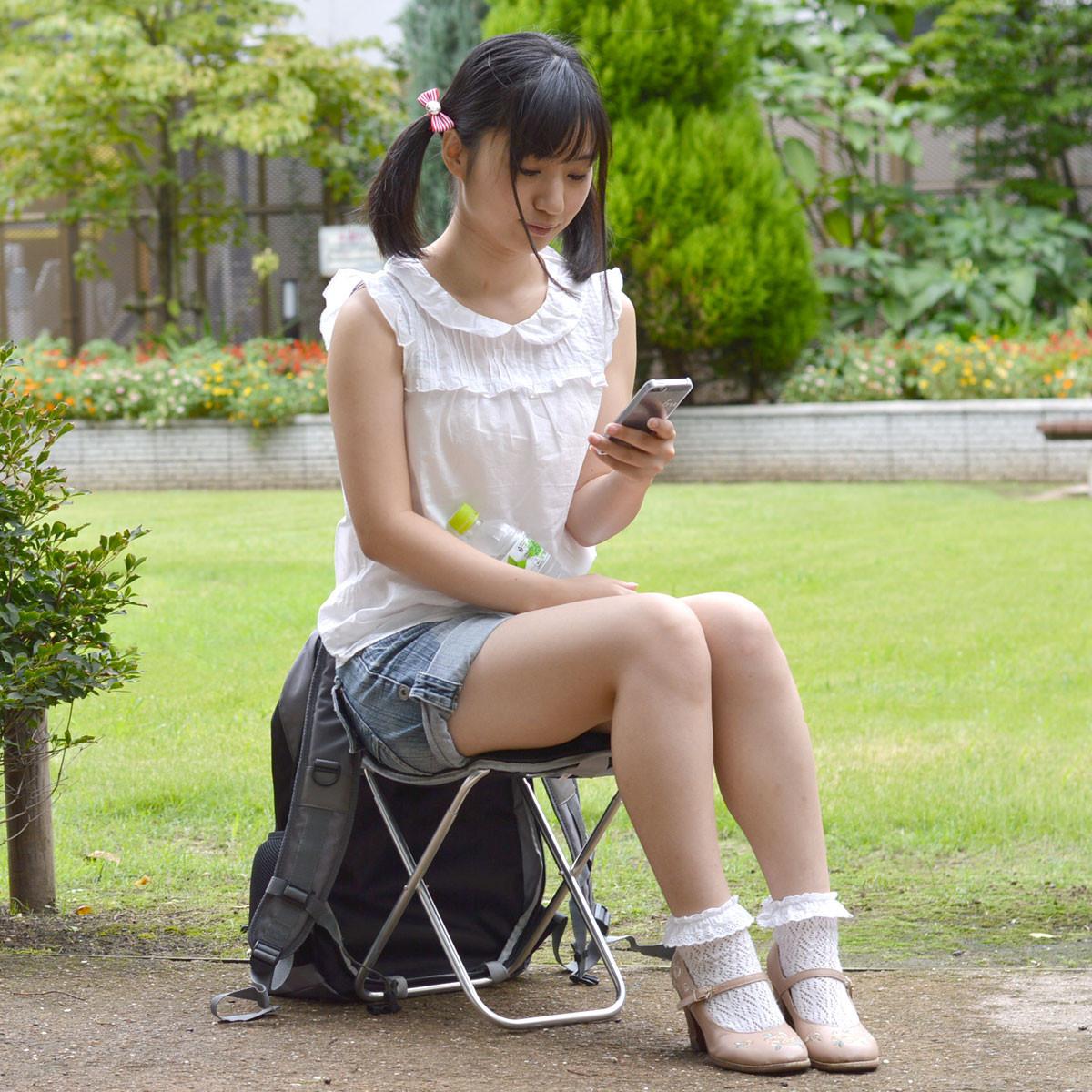 「隨時隨地坐」威力加強版,排隊買iPhone除了不用怕腳酸,還不用怕下雨 - 癮科技