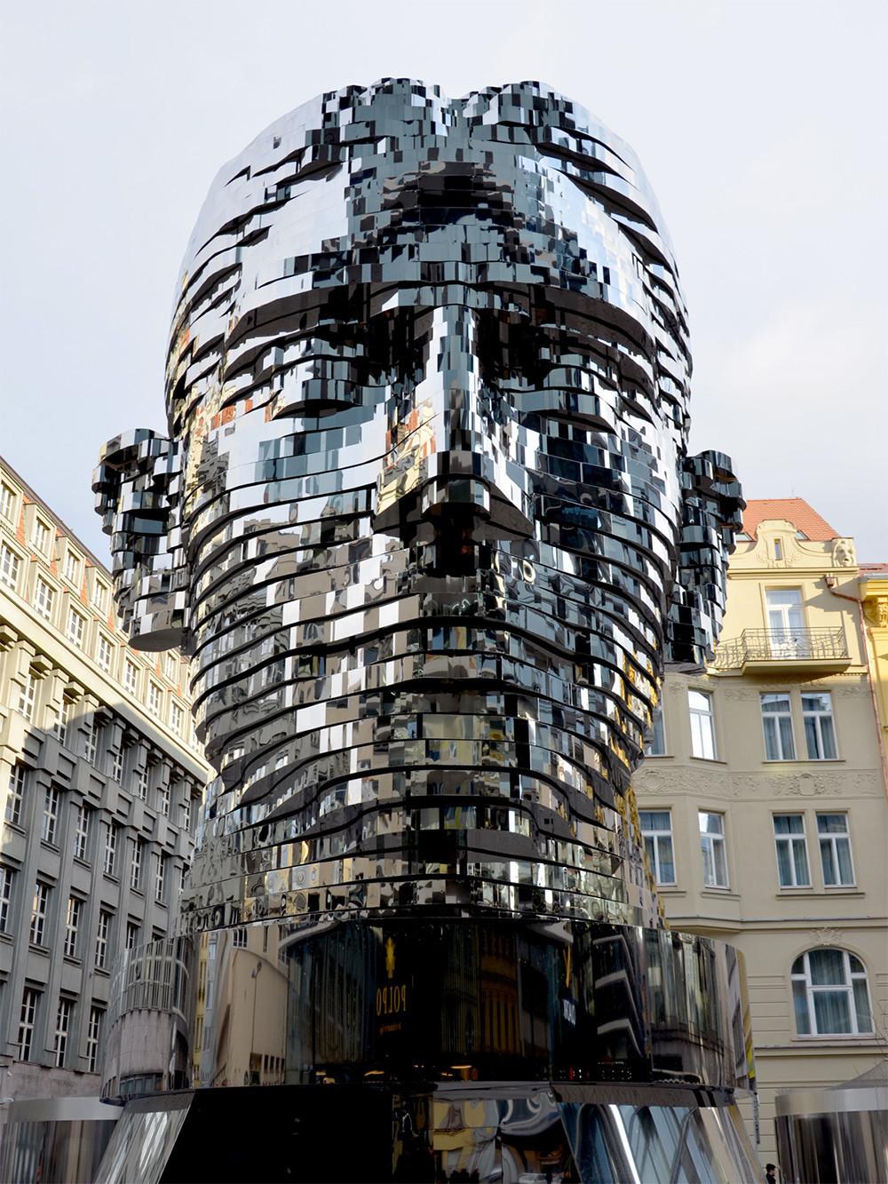 轉個頭就變臉的雕塑 - 癮科技