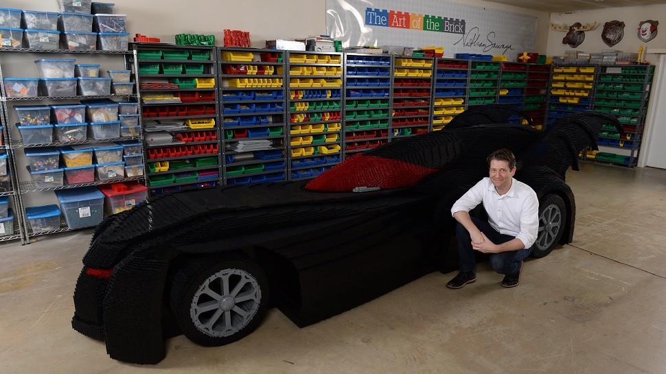 是以樂高打造的蝙蝠車這篇文章的首圖