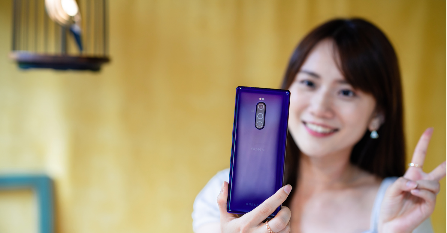 Sony Xperia 1, Girl, Sony Xperia, Electronics, Photography, , Unboxing, Gadget, Woman, , girl, Skin, Gadget, Mobile phone, Electronic device, Technology, Communication Device, Photography, Long hair, Black hair, Portable communications device,電子產品,小工具,手機,電子設備,通訊設備,技術,攝影,皮膚,第07次擴展,動漫,便攜式通訊設備,女孩,女,拆箱,sony xperia 1,sony xperia