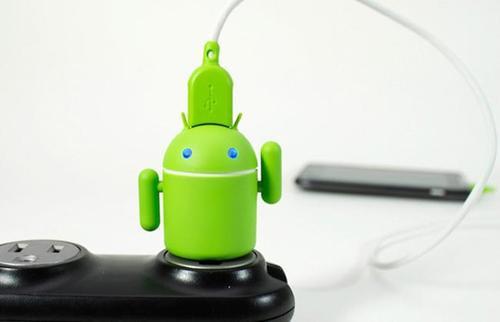 是令人眼睛為之一亮的 Android小綠人造型充電插頭這篇文章的首圖
