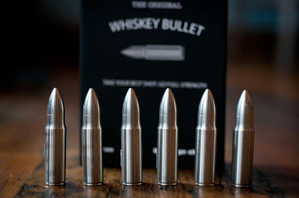 是沉在杯底的火藥味!Whiskey Bullet 讓啜飲威士忌看起來帥氣無比!這篇文章的首圖