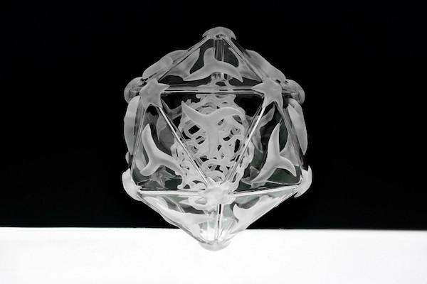 是病毒與細菌也能超級美!Luke Jerram的精緻玻璃雕塑作品這篇文章的首圖
