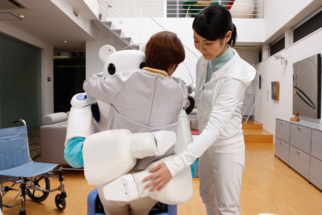 japan-has-created-a-robot-bear-thatll-help-nurses-take-care-of-their-patients3.jpg