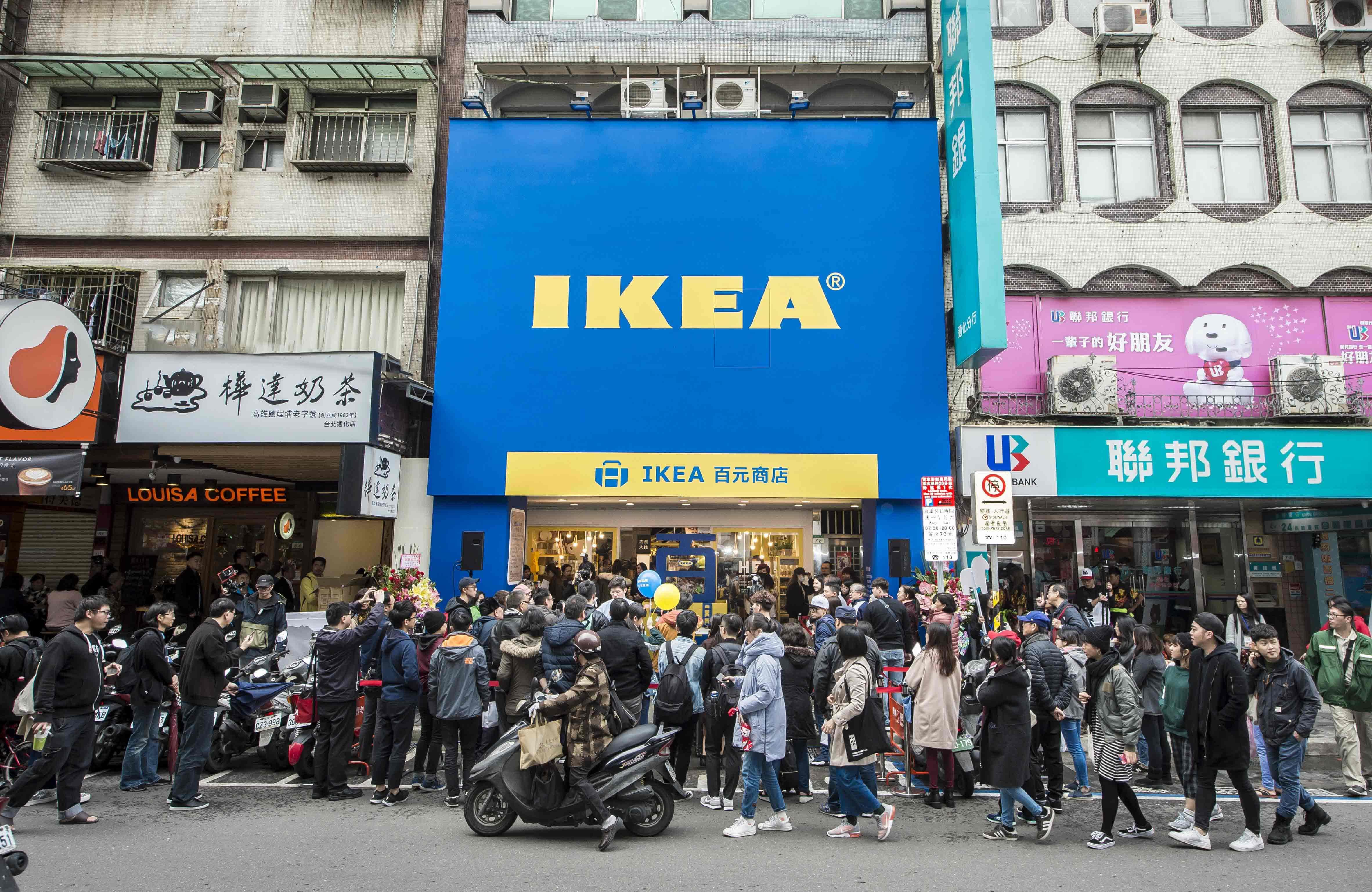 IKEA, , IKEA百元商店 通化店, Tonghua Night Market, Table, Night market, Furniture, Shop, , Do it yourself, ikea, People, Crowd, Town, Urban area, Transport, Street, City, Public space, Metropolitan area, Pedestrian