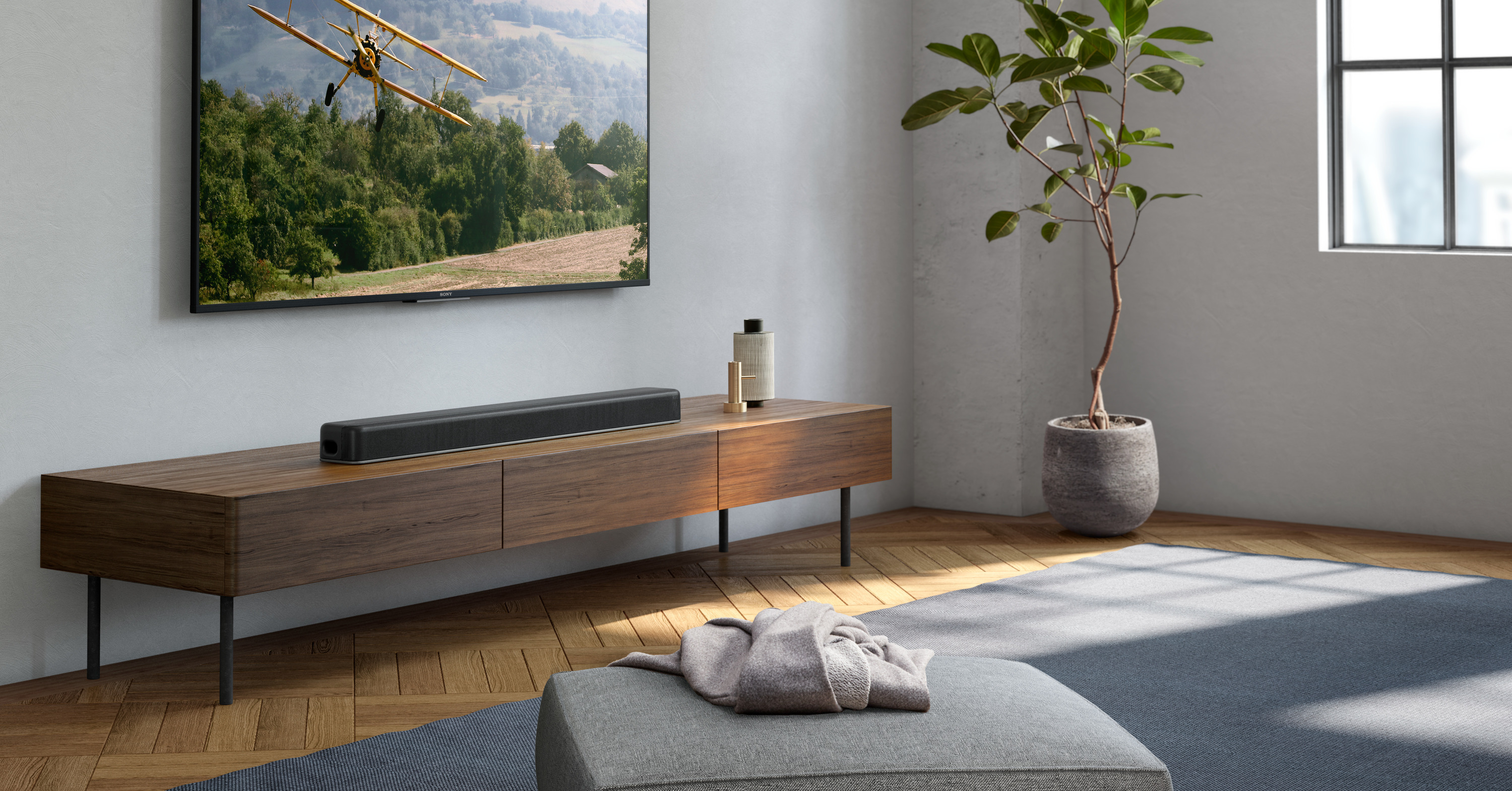 Sound, Ultra HD Blu-ray, Soundbar, Home Theater Systems, Dolby Atmos, Sony X8500, , Sony Corporation, Surround sound, Loudspeaker, ht x8500 dolby atmos single soundbar, Furniture, Room, Interior design, Property, Floor, Living room, Wall, Table, Wood, Tree,樹,木材,房間,室內設計,牆,表,家具,地板,擴音器,聲音,索尼公司
