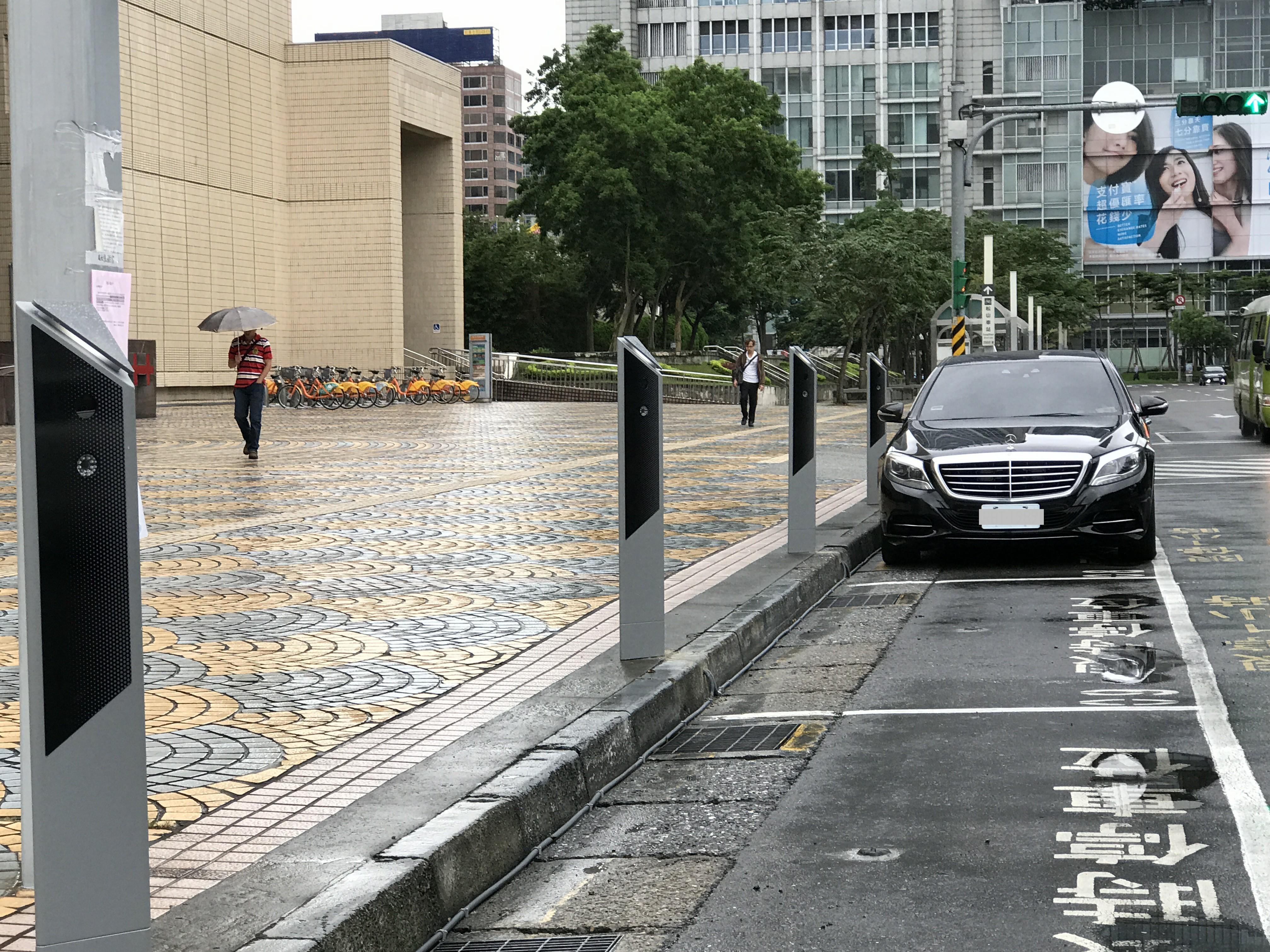 台北市增設2000顆停車地磁 長期占用停車格30天未繳費將拖吊