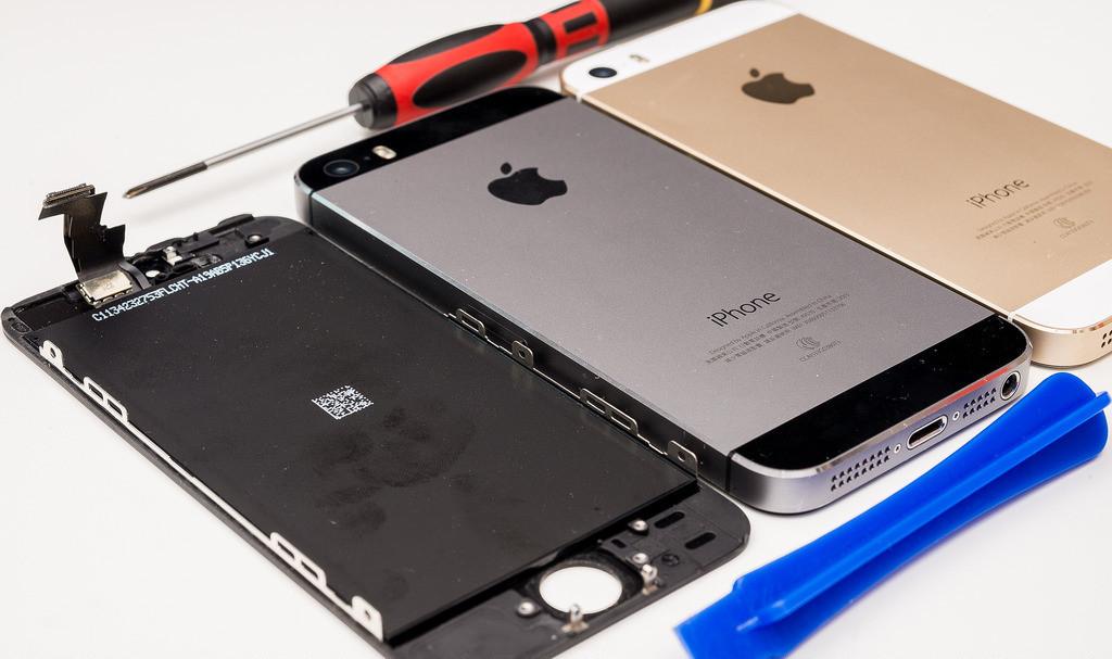 是[蘋果急診室] 爸爸的 iPhone 5S 也壞了?維修起來比 4S 更簡單呢~這篇文章的首圖