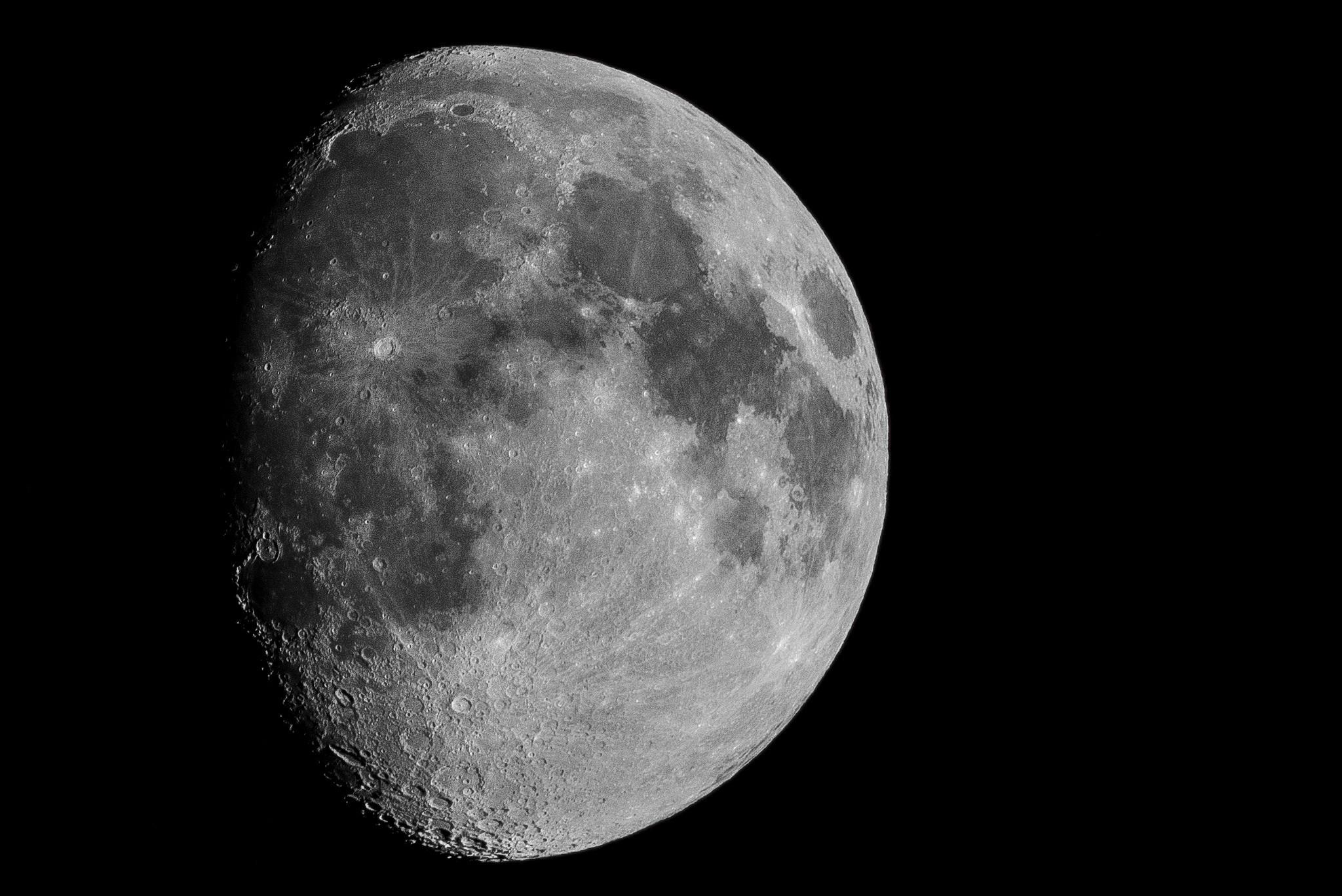 是[攝影小教室] 來拍月亮吧!只要掌握七個要點,你也能輕鬆拍出清楚漂亮的月亮!這篇文章的首圖