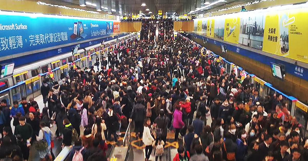 是五十萬人的跨年回家之路!來看台北捷運如何疏通跨年夜的超爆量乘車人次,讓大家都能平安到家!這篇文章的首圖