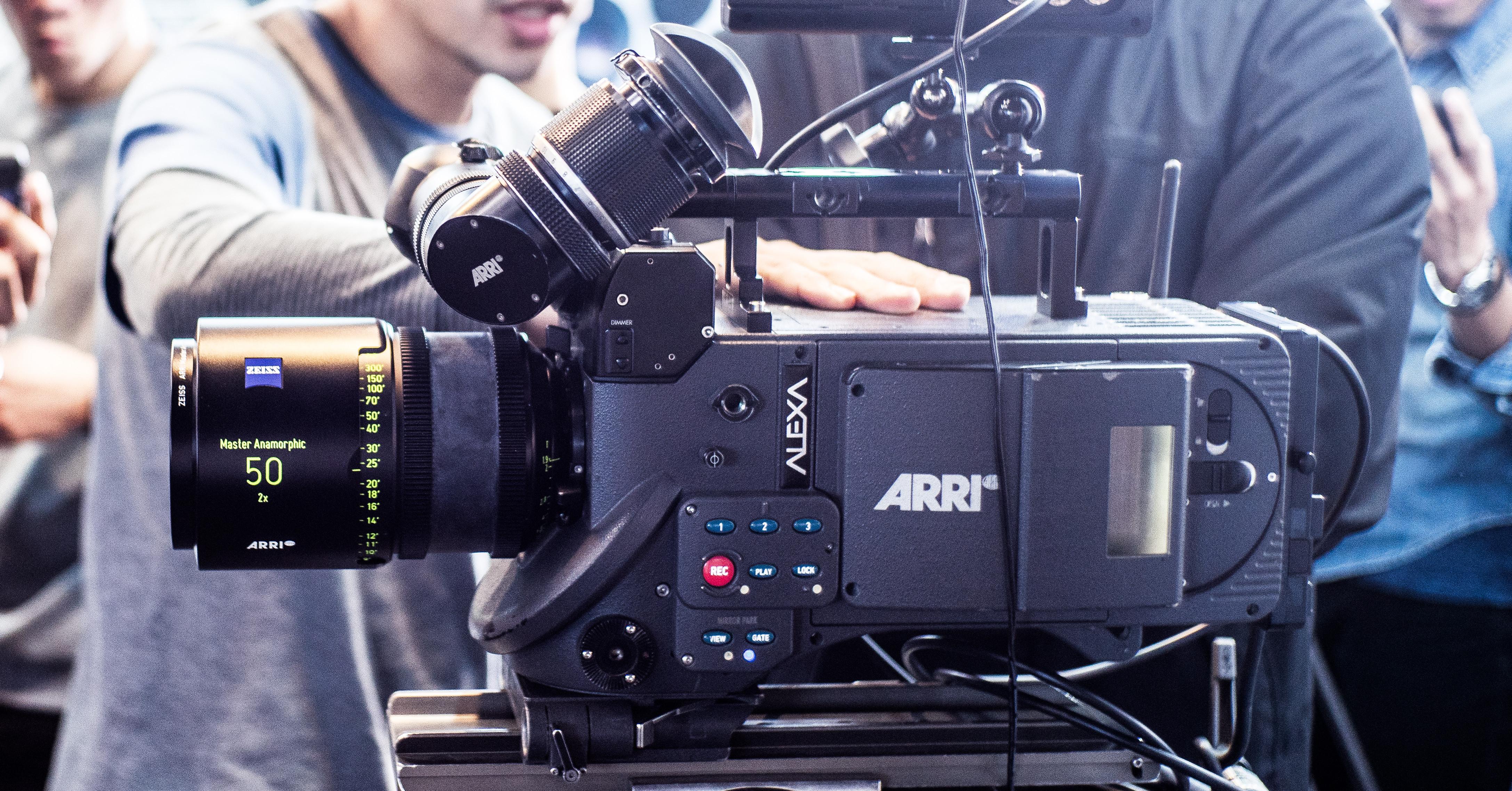 是就是這台拍出鋼鐵人!!原來好萊塢在用的電影攝影機藏了這麼多不為人知的秘密...這篇文章的首圖