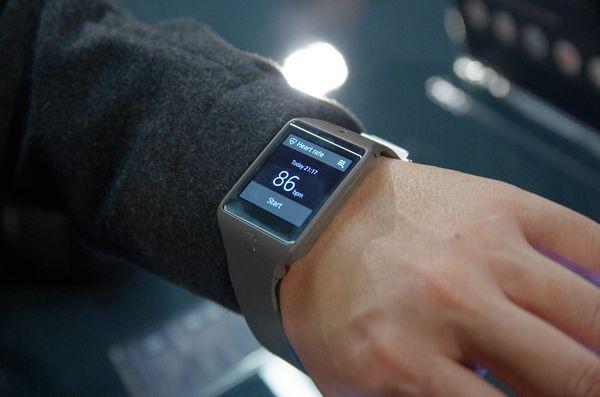是三星新款智慧穿戴設備於 FCC  曝光,會是三星的 Android Wear 設備嗎?這篇文章的首圖