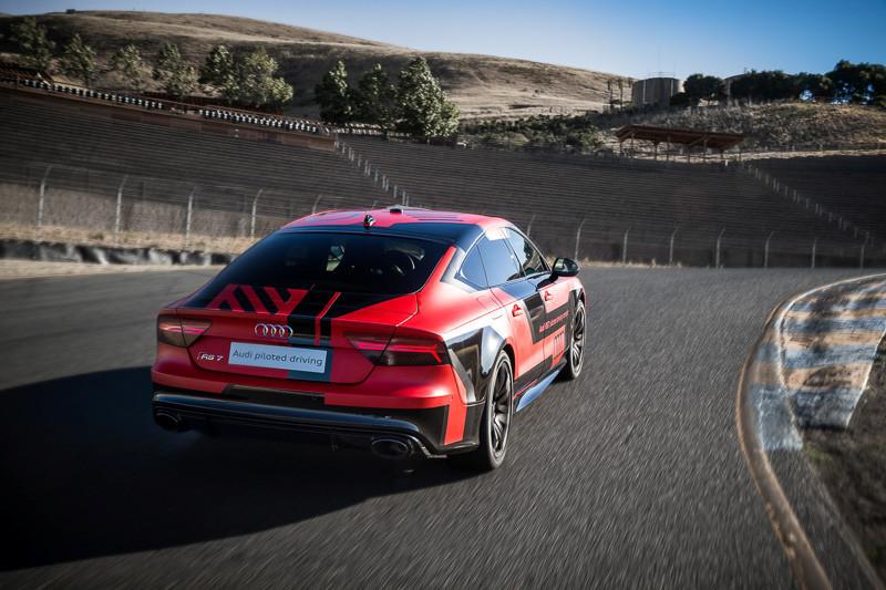 是電動車與自動駕駛技術,一場傳統車廠與基與軟體服務的科技廠大戰這篇文章的首圖