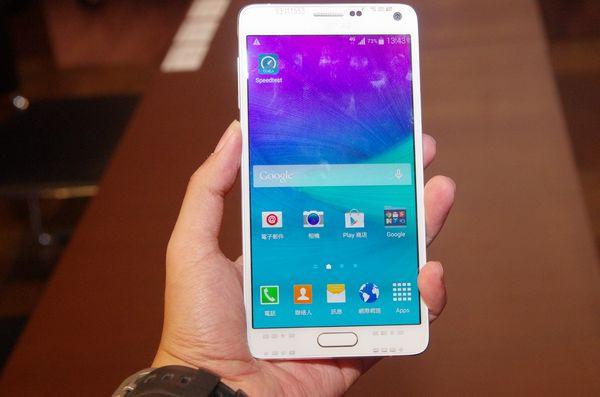 是三星正式發表具備三頻載波聚合以及準 LTE-A Cat.9 的 Galaxy Note 4 ,沒意外的話是搭載高通 Snappdragon 810這篇文章的首圖