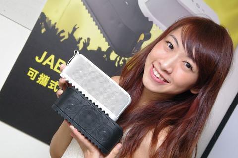 是Jabra 推出標榜輕巧好攜帶的運動型行動音箱 SOLEMATE這篇文章的首圖