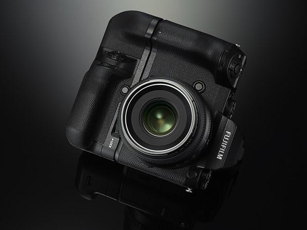 是直接跳過 35mm 全片幅, Fujifilm 宣布著手開發 51.4MP 的數位中片幅系統 GFX50S這篇文章的首圖