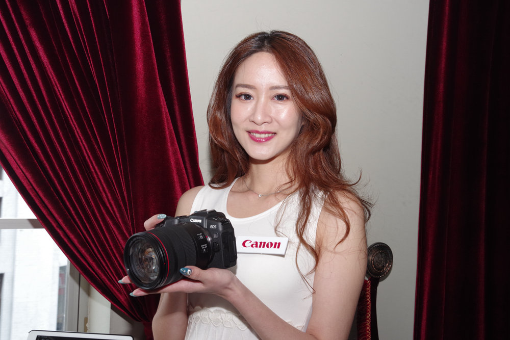 Photography, Girl, Product, Socialite, RED.M, Beauty.m, beauty, Cameras & optics, Beauty, Photography, Camera, Model, Digital camera, Brown hair, Long hair, Mirrorless interchangeable-lens camera, Smile