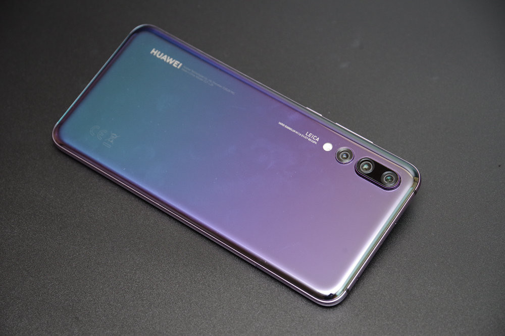 Smartphone, Feature phone, Huawei P9, Huawei, Huawei P20, Electronics, HUAWEILEICA, HUAWEI, LEICA, mobile phone, gadget, feature phone, purple, electronic device, technology, product, portable communications device, communication device, smartphone, HUAWEILEICA, 华为, 癮科技, 智能手機,功能手機,華為P9,華為,華為P20,電子,華為,華為,徠卡,手機,小工具,功能手機,紫色,電子設備,技術,產品,便攜通信設備,通信設備,智能手機,HUAWEILEICA