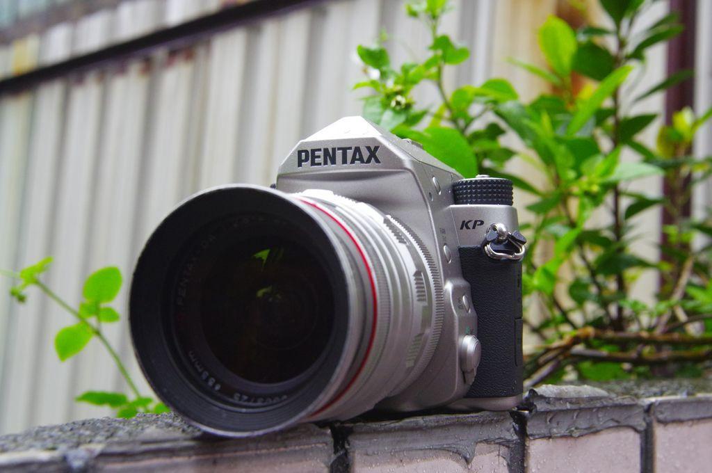 是為老 Pentax 用戶設計的街拍相機, Pentax KP 動手玩:電子機能與實拍篇這篇文章的首圖