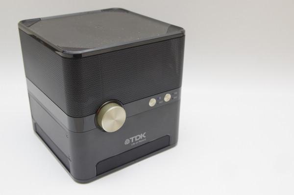 是不僅可以在戶外開趴、還可提供 Qi 充電的行動音箱, TDK Q35 動手玩這篇文章的首圖