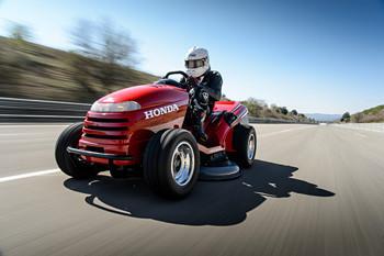 是最速除草機紀錄達成! Honda HF2620 改跑出 187.60 公里世界紀錄這篇文章的首圖