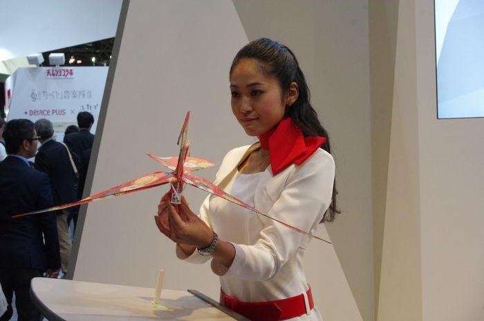 是CEATEC Japan 2015 : ROHM 展出用一顆僅 SD 卡大的省電 MCU 控制的鶴型飛行機這篇文章的首圖