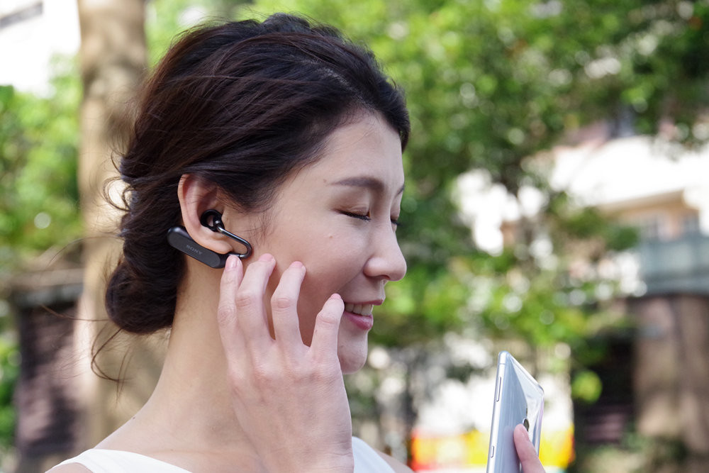 Sony Xperia XZ2, , Sony Mobile, Sony, , Asistente persoal intelixente, ソニー Xperia Ear Duo, Qualcomm Snapdragon, 5G, Wireless, beauty, skin, beauty, nose, girl, black hair, smile, fun, eyelash, brown hair