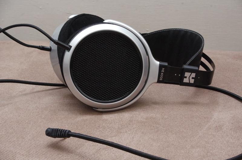 是平價、易驅動的入門平面振膜耳機, HiFiMAN HE400S 動手玩這篇文章的首圖