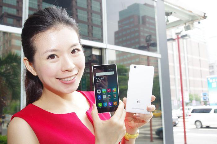 是小米手機 4i 32GB 版本宣布將於明日中午開賣這篇文章的首圖