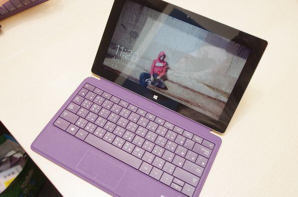 是微軟 Surface 2 依舊主打最具生產力的平板電腦為設計理念這篇文章的首圖