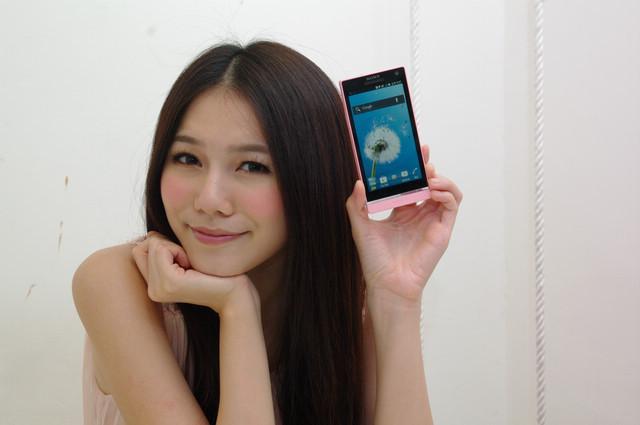 是Sony Xperia Ion 以及 P 紅色系新色搶七夕前上市, Xperia SL 換芯添色提前亮相這篇文章的首圖