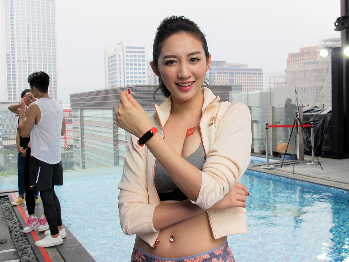 Xiaomi, , , Taiwan, , Xiaomi Mi 3, Advanced Micro Devices, Internet, , Redmi Note, shoulder, shoulder, girl, snapshot, leg, thigh, hand, joint, abdomen, smile, trunk