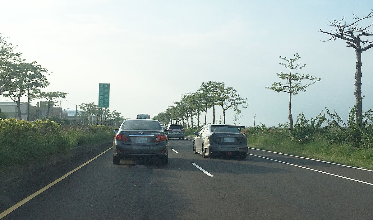 Controlled-access highway, Traffic, Road, Family car, Lane, Compact car, Luxury vehicle, Vehicle, Motor vehicle, Road surface, lane, Road, Highway, Lane, Freeway, Thoroughfare, Asphalt, Atmospheric phenomenon, Infrastructure, Road surface, Mode of transport