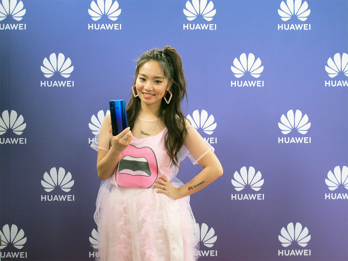 , Huawei, Mobile Phones, , N.O.V.A. 3, 癮科技, Public Relations, Nova, 台湾租屋網, Display device, girl, girl, product, smile, flooring, Huawei Honor 6