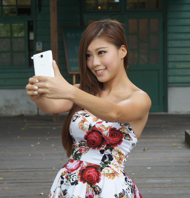 HUAWEI榮耀3C LTE比拼紅米手機1S,勝出的是…?! - 癮科技