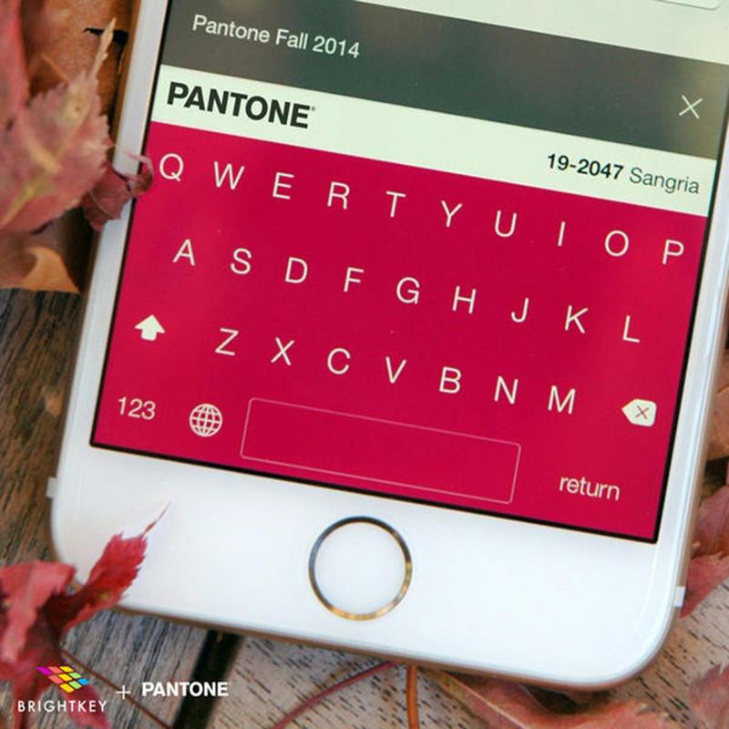 是讓手機鍵盤閃耀 Pantone 各年度代表色!這篇文章的首圖